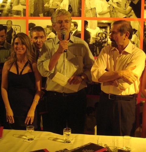 Ao lado do Prefeito, Callegari lança o livro: A Educação de Taboão da Serra Contada pela Imprensa (2005-2008)