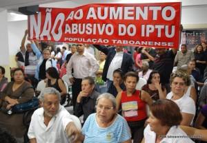 Os contribuintes fizeram dezenas de manifestação contra o aumento abusivo do IPTU realizado a partir de 2010. (Foto: Arquivo)
