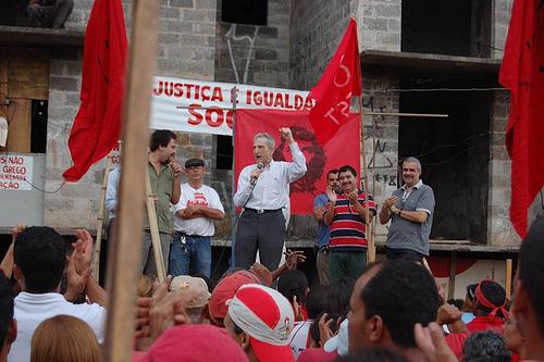 Candidato a presidência visita acampamento do MTST em Taboão da Serra