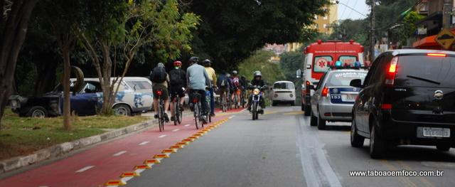 O ápice da antiga ciclovia foi em 2010. Na foto, ciclista pedalam na Avenida Brasil após reunião que discutiu problemas ao longo da extensão. (Foto: Arquivo)