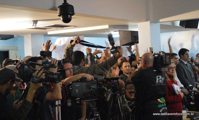Possível afastamento do prefeito de Taboão atraiu os principais veículos de comunicação do país