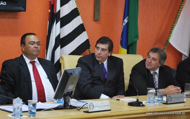 Ao Centro, presidente da OAB-SP,  Luiz Flávio Borges D'Urso, visita a câmara de Taboão