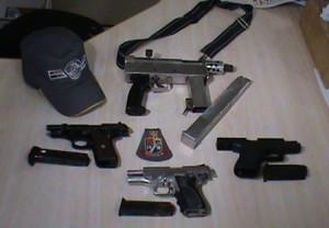 Armas apreendidas pela polícia. (Foto: Alexandre Sala / Expresso BR)