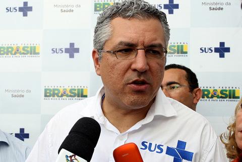 Ministro da Saúde Alexandre Padilha ganha o título de cidadão taboanense. (Foto: Divulgação / PME)