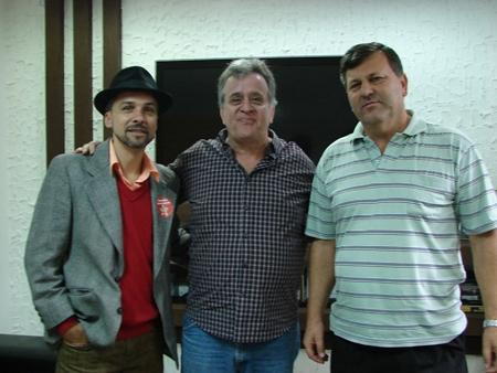 Prefeito Jorge Costa, ao centro, vai apoiar a Antonio Trolesi (dir) e José Maria (PT) para a sua sucessão na prefeitura de Itapecerica da Serra. (Foto: Karen Santiago / Jornal Na Net)