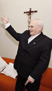 Dom Paulo Evaristo Arns recebe a visita da presidenta Dilma em Taboão da Serra. (Foto: Divulgação)