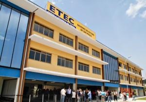 Prédio da ETEC Embu das Artes. (Foto: Divulgação)