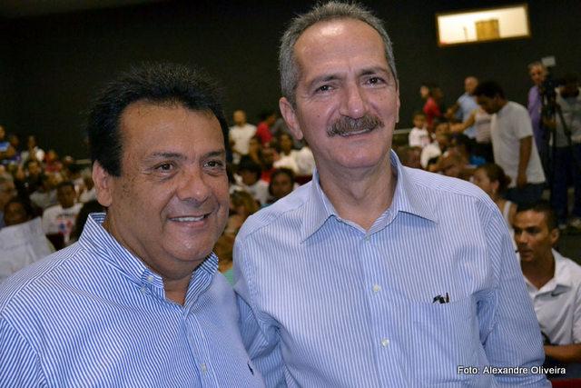 Fernando Fernandes e Aldo Rebelo conversam sobre convênios na área esportiva.