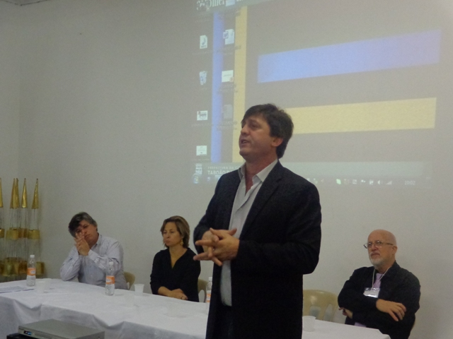 Secretário de Cultura Ali Sati durante conferência