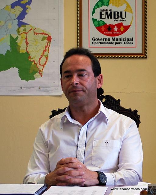 Prefeito Chico Brito agora terá que conter os gastos da prefeitura de Embu das Artes. (Foto: Arquivo / Out-12)