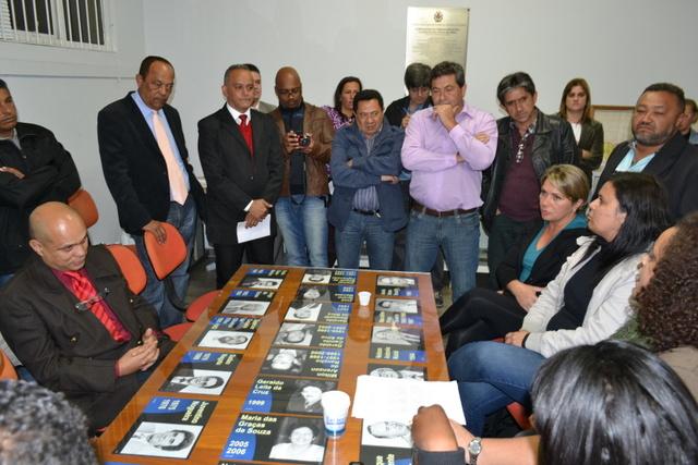 Buscando apoio, servidores se reúnem com vereadores que se comprometem a investigar possíveis casos de assédio moral na administração