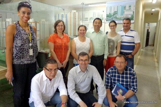 Diretores das duas cooperativas habitacionais durante encontro em Taboão da Sera.