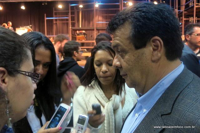 Após assistir musical, Fernando Fernandes anuncia que redução do IPTU será feita apenas em 2015.