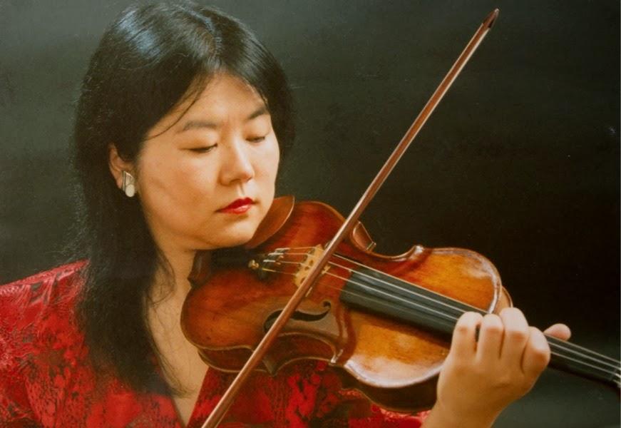 Violinista Elisa Fukuda de orquestra de Taboão da Serra