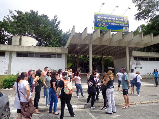 Ativistas em frente ao Parque aguardando a vistoria - Foto Wiliana Lascaleia