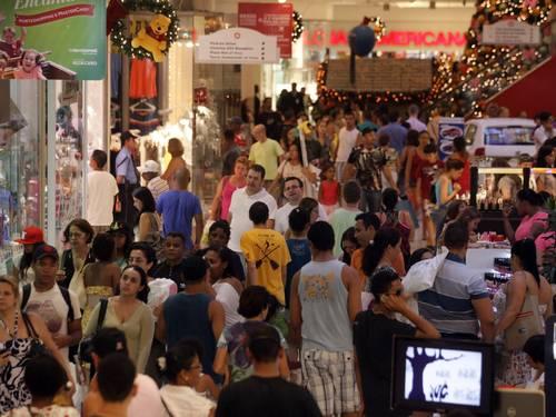 Shoppings lotados não significaram aumento nas vendas - Imagem O Globo