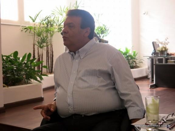 Fernando Fernandes durante coletiva de imprensa.