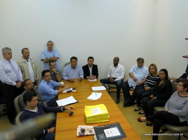 Em abril, os vereadores se reuniram no gabinete do prefeito e disseram que não havia mais dúvidas sobre o contrato com a gestora SPDM. (Foto: Arquivo)
