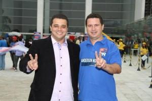 Ao lado de Eduardo Nóbrega, o PR oficializa a candidatura de Anderson Nóbrega. (Foto: Reprodução / Facebook Anderson)