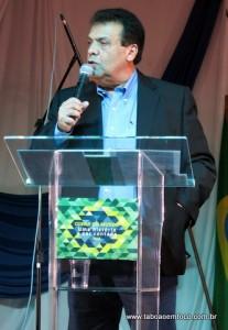 Prefeito Fernando diz que o livro fica como um dos legados da Copa do Mundo.