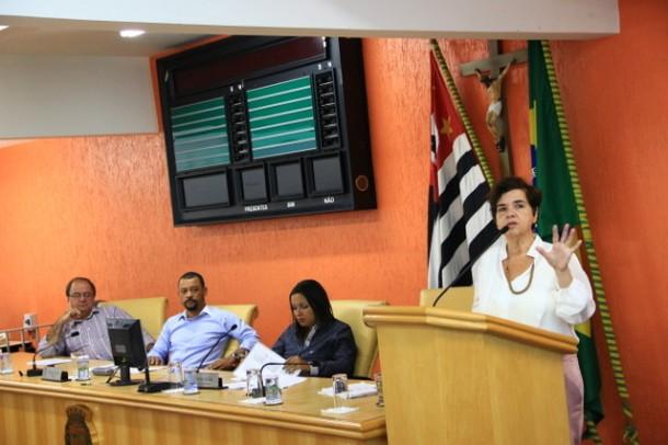 Secretária de Saúde, Raquel Zacainer, presta conta em audiência na Câmara de Taboão da Serra. (Foto: Divulgação / PMTS)