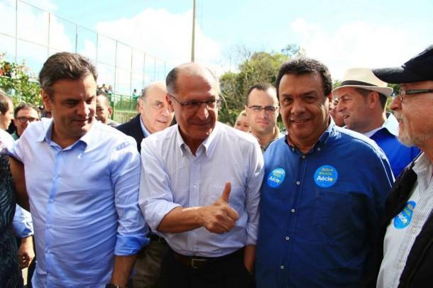 Aécio Neves, Geraldo Alckmin e Fernando Fernandes em caminhada na zona sul de São Paulo. (Foto: Reprodução / Facebook Fernando Fernandes)