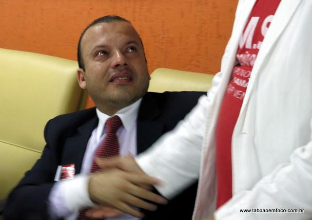 O vereador Carlinhos do Leme não conteve a emoção e chorou após a votação.