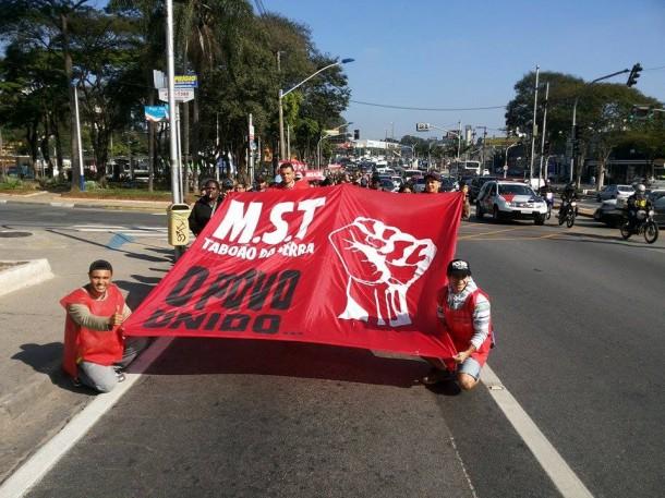 MST de Taboão caminha até a sede do Governo de São Paulo no bairro do Morumbi. (Foto: Reprodução / Facebook Marco Antonio Guerreiro)