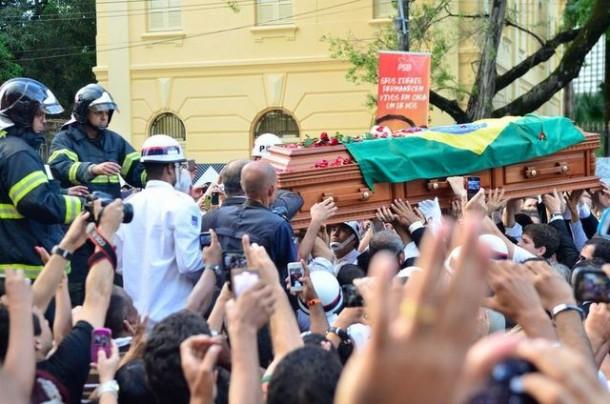 Presidenciável Eduardo Campos é enterrado em Pernambuco. (Foto: Fernando Frazao / EBC)