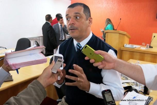 Sem o apoio do prefeito na disputa pela presidência da Câmara, vereador Marco Porta muda postura e tenta blindar influência do executivo na eleição interna.