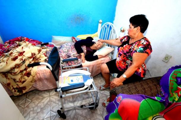 Cadeiras de banho foram doadas para pacientes acamados e com dificuldades de locomoção atendidas pelo PAD (Foto: Ricardo Vaz / PMTS)