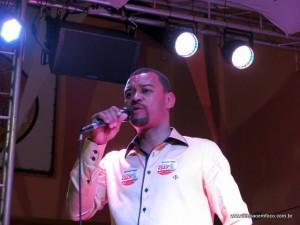 Professor Moreira discursa durante lançamento de campanha em Taboão da Serra.