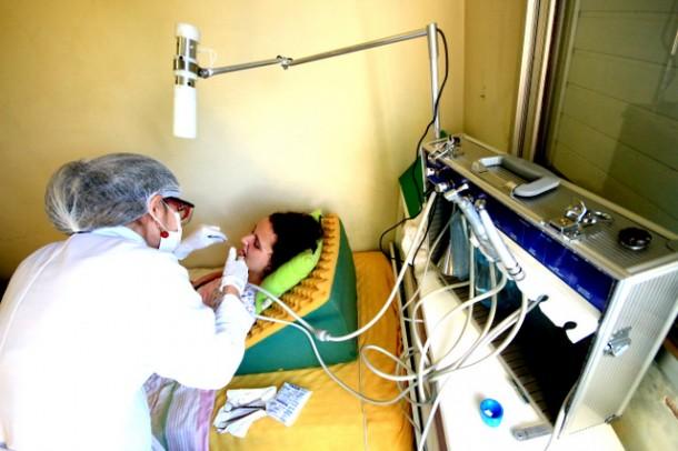 Atendimento odontológico implantado desde julho de 2014 já atendeu 94 pacientes. (Foto: Ricardo Vaz / PMTS)