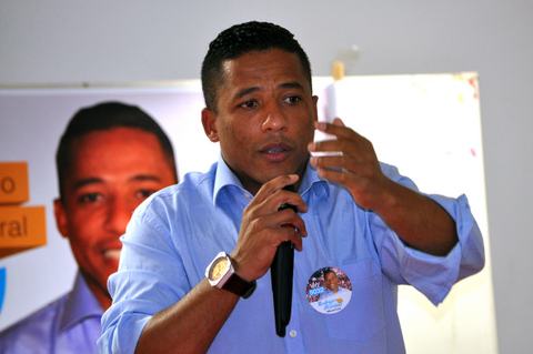 Martins promete lutar por hospital do idoso e Cefet em Taboão. (Foto: Adilson Oliveira / Verbo Online)