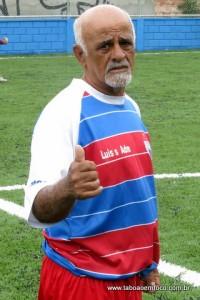 Veterano Badeco esperou por muitos anos um campo decente para jogar o tradicional futebol de final de semana.