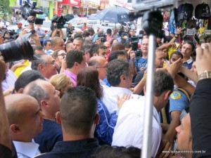Os tucanos Aécio Neves e Geraldo Alckmin em caminhada no Pirajuçara.