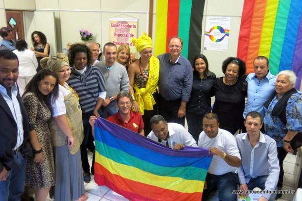 Inauguração da sala das coordenadorias da Igualdade Racial e da Diversidade Sexual teve a presença de políticos e militantes de ambas as causas.