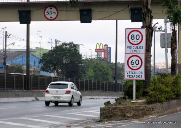 Novas placas com o limite de velocidade foram instaladas na Rodovia Régis Bittencourt a poucos metros do novo radar no Km 271