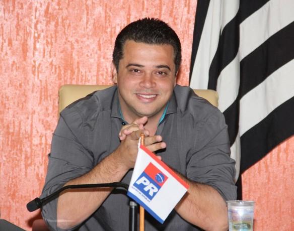 Candidato a deputado federal, Anderson Nóbrega torce para que o irmão seja candidato a vice-prefeito para que possa disputar uma vaga na Câmara de Taboão da Serra.
