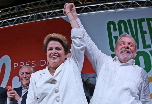 Dilma Rousseff é reeleita presidente do Brasil. Ao lado eo ex-presidente Lula, ela comemora a vitória em Brasília. (Ricardo Stuckert/ Instituto Lula)