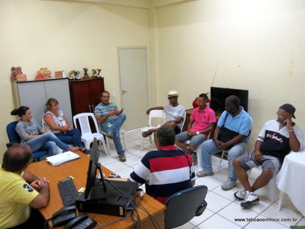 Em janeiro, uma das reuniões entre os carnavalescos e o secretário de cultura Laércio Lopes. (Foto: Arquivo)