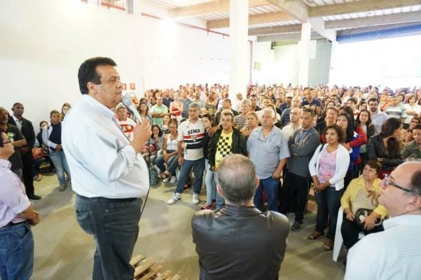 Prefeito de Taboão tenta ampliar a votação de Aécio Neves no município.