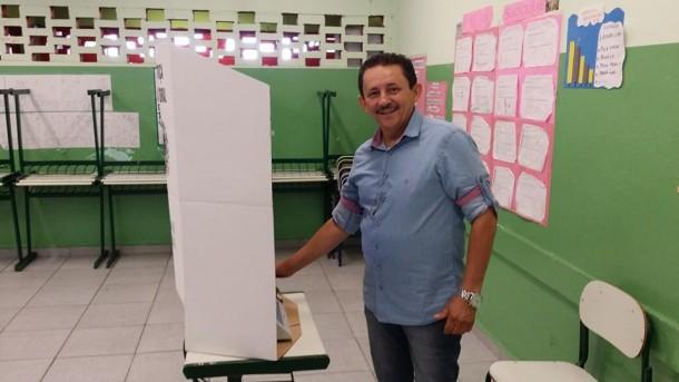 Mesmo contra a vontade do prefeito Chico Brito, o deputado Geraldo Cruz consegue se reeleger como deputado estadual.