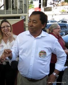 Aprígio, que acusou o prefeito Fernando de persegui-lo, agora rebate  as críticas do mandatário.