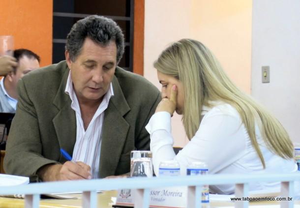 Lune e Luzia alegam que não leram os projetos e votaram contra os projetos.