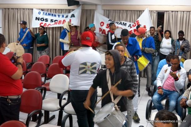 Com muita música, sambistas de Taboão da Serra pedem apoio da Prefeitura para volta dos desfiles carnavalescos.