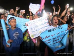 Fãs de Jorge & Mateus choram de emoção no Rodeio de Taboão.