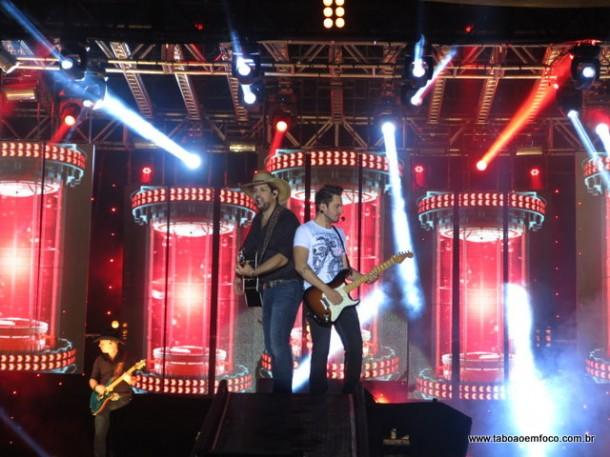 A dupla Fernando & Sorocaba cantam no Rodeio de Taboão da Serra.