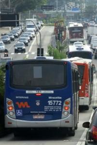 Ônibus no corredor da Avenida Francisco Morato, a principal ligação com Taboão da Serra. (Foto: Arquivo)