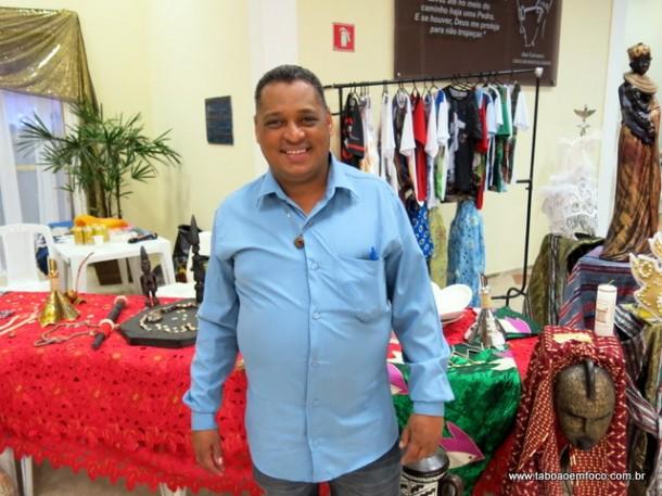 Coordenador da Igualdade Racial de Taboão da Serra, Sousa Santos, comemora o Dia da Consciência Negra.